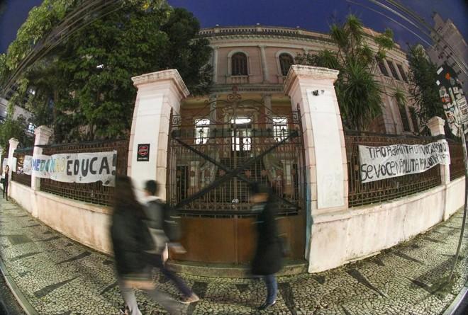 Instituto de Educação do Paraná é um dos colégios ocupados por estudantes em Curitiba   Daniel Castellano/Gazeta do Povo