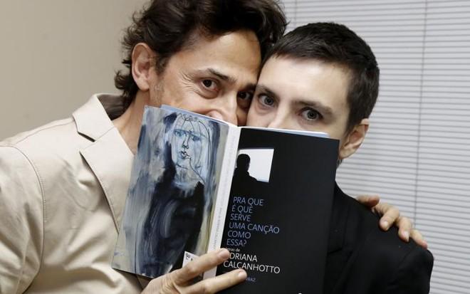 Eucanaã Ferraz e Adriana Calcanhotto durante o lançamento, em Curitiba | Pedro Serapio/Gazeta do Povo