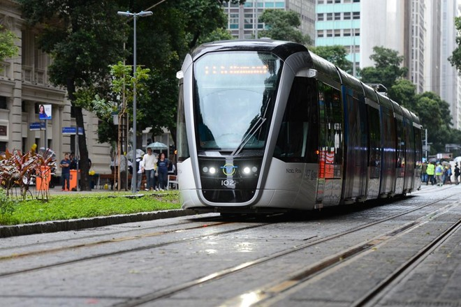 Um modelo  de Veículo Leve sobre Trilhos (VLT) foi inaugurado recentemente no Rio de Janeiro. | Fernando Frazão/Agência Brasil