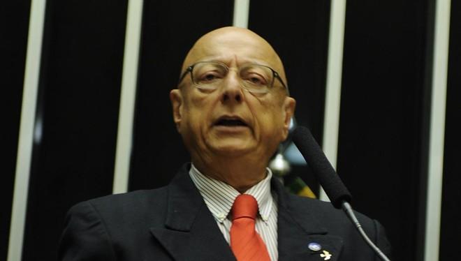 Espiridião Amin é o autor da emenda que cria prazo máximo para terminar investigações. | Elton Bomfim