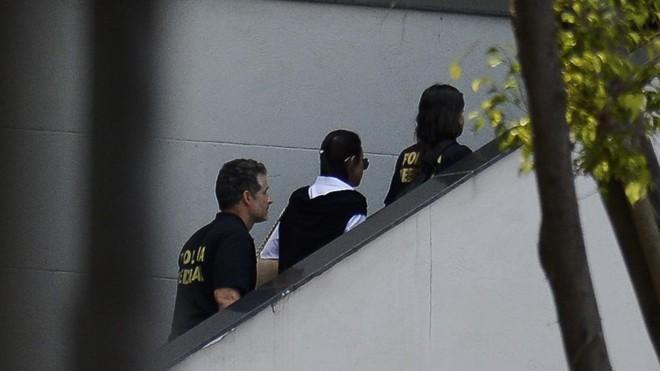 A ex-primeira dama Adriana Ancelmo, alvo de condução coercitiva, chega à sede da Polícia Federal | Tânia Rêgo/Agência Brasil/Arquivo