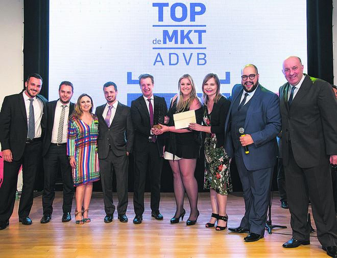A equipe da Massa FM na noite de  premiação do Top de Marketing 2016: rádio continua em busca de outros prêmios. | Guilherme Pupo/Divulgação