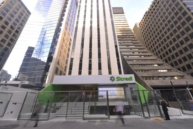 Estratégia do Sicredi foi incentivar com premiações e programação  do depósito no investimento. | Divulgação