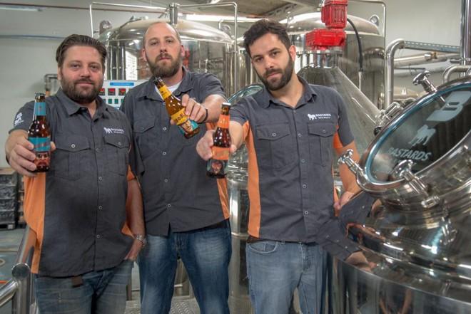 Os sócios da Bastards Francisco Seegmueller, Richard Buchmann e Humberto Gonçalves, que fundaram a cervejaria em 2013. | Divulgação