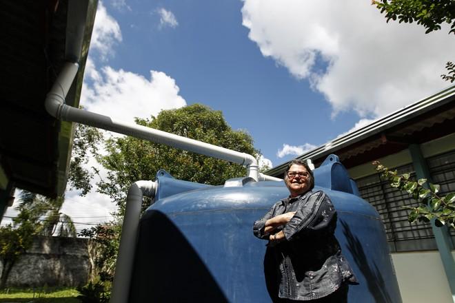 Naterci Schiavinato, diretora-geral do Colégio Estadual Prof. Francisco Zardo:instalação de cisternas reduziu a conta d'água | Jonathan Campos/Gazeta do Povo