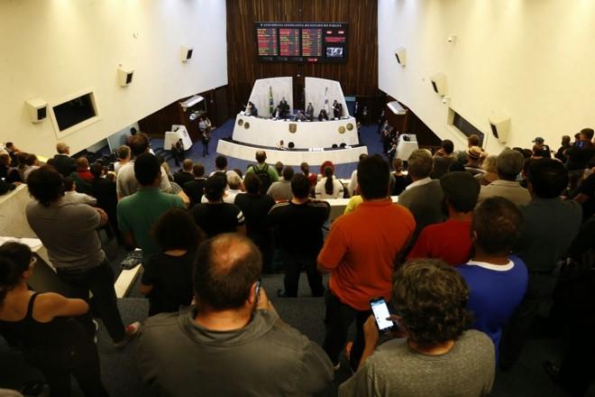 Votação foi acompanhada por servidores públicos | Hugo Harada/Gazeta do Povo