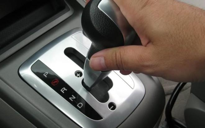 Os câmbios automáticos mais comuns possuem as posições 'R' (ré), 'N' (neutro) e 'D' (Drive), além do 'P' (parking). | Divulgação/