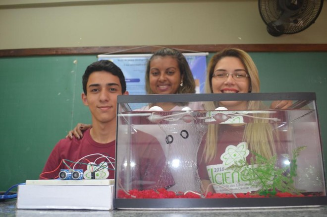 Diego Modesto Cordeiro, a professora Fernanda Ribeira de Freitas e Rayane Silva Bueno | Débora Mariotto/ Gazeta do Povo