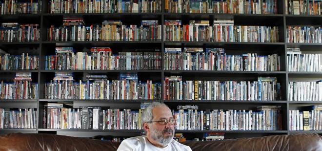 Autor reuniu paixão por filmes e vivência no trabalho em um tribunal para reunir referências para a obra Cinemarden vai ao Cinema. | Antônio More/Gazeta do Povo
