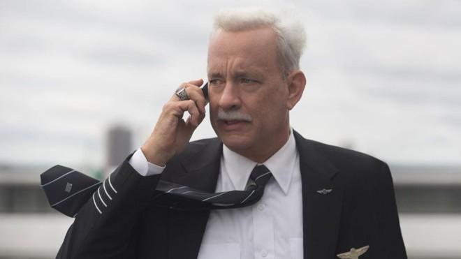Tom Hanks interpreta o comandante que pousou um avião no rio Hudson   Divulgação/