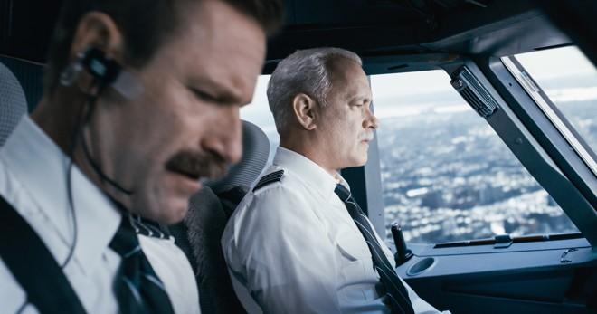 TomHanks vive Chester Sullenberger, piloto que pousou no rio Hudson em 2009 | Warner Bros. Entertainment Inc./Divulgação