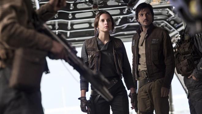 Felicity Jones e Diego Luna são rebeldes em missão contra a Estrela da Morte. | Divulgação/