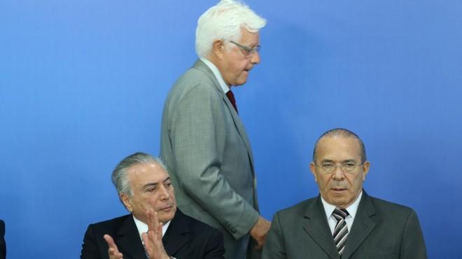 Moreira Franco (em pé) | LULA MARQUES/Agência PT