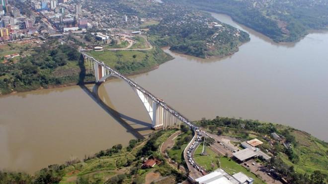 A Ponte da Amizade, que liga Brasil e Paraguai. | Christian Rizzi/Arquivo/Gazeta do Povo
