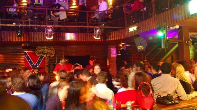O bar Crossroads, no Água Verde, terá festa pós-ceia de Natal ao som  de vários estilos de rock . | Daniel Sorrentino/Gazeta do Povo