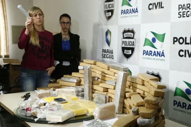 Delegada Camila Cecconello  (à esq.) coordenou a operação | Hugo Harada/Gazeta do Povo