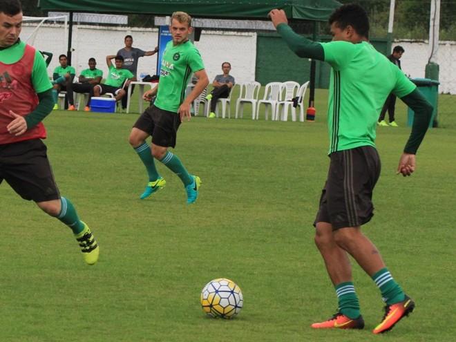 Omeia Julio Rush (no centro) é uma das novidades contra a Ponte.   /Coritiba/Divulgação