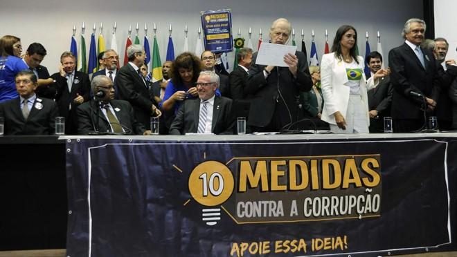 Mais de 2 milhões de assinaturas foram entregues  ao Congresso junto ao texto das 10 Medidas Contra a Corrupção em março de 2016.   Alex Ferreira/Câmara dos Deputados