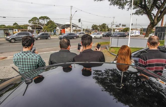 Motoristas do Uber em Curitiba montaram uma pequena associação para se proteger de ataques | Daniel Castellano/Gazeta do Povo