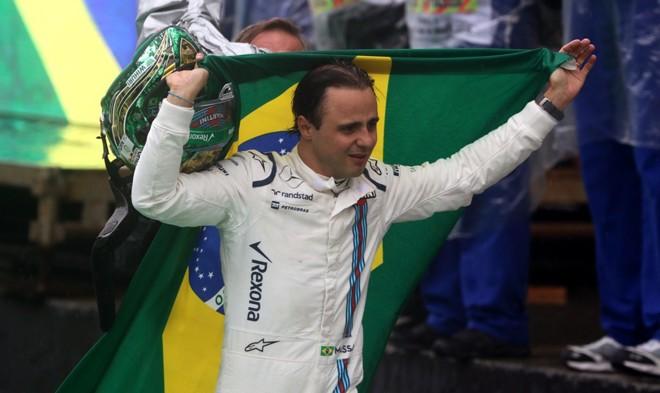 Felipe Massa durante despedida no GP Brasil: voltou atrás na decisão. | Paulo Whitaker/AFP