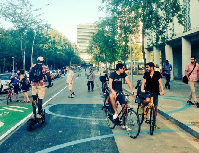 Superquadra de Poblenou, em Barcelona, onde a circulação de automóveis é restrita e a de pedestres é incentivada | BCNecologia/Divulgação