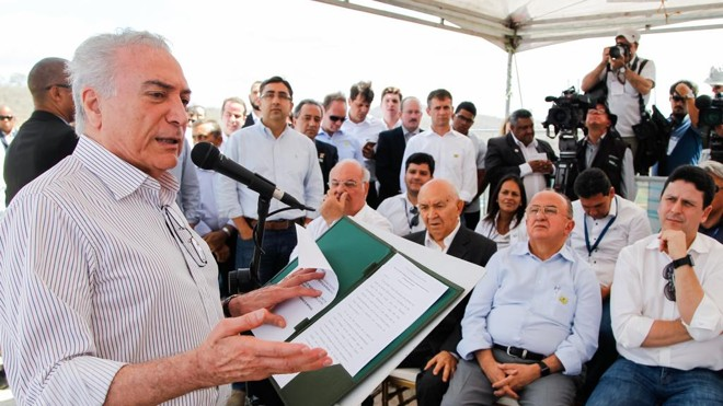 Temer durante uma visita à Barragem de Jucazinho, em Pernambuco | Beto Barata/PR