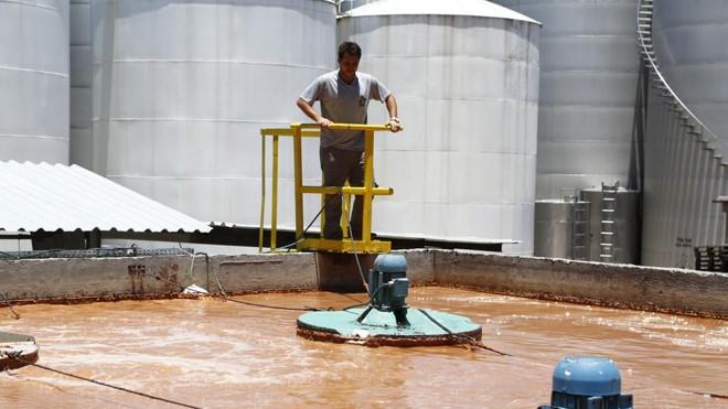Além da gestão de resíduos, a Famiglia Zanlorenzi faz o tratamento da água usada nos processos e devolve cerca de 90 mil litros à rede de esgoto por  dia   Henry Milleo/Gazeta do Povo