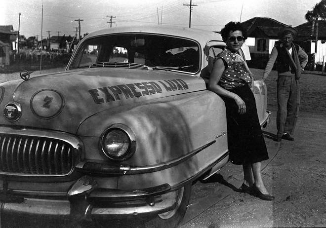Veranistas e moradores em Matinhos da década de 1940 | ArquivoPrefeitura de Matinhos