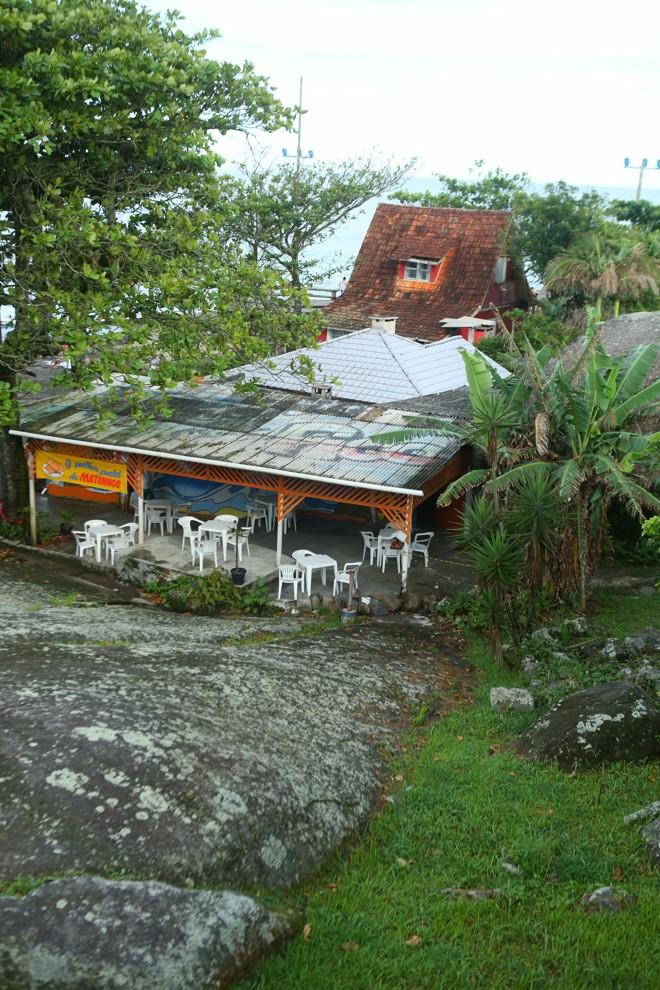 Um bar funciona no local, atualmente | Lineu Filho/Tribuna do Paraná