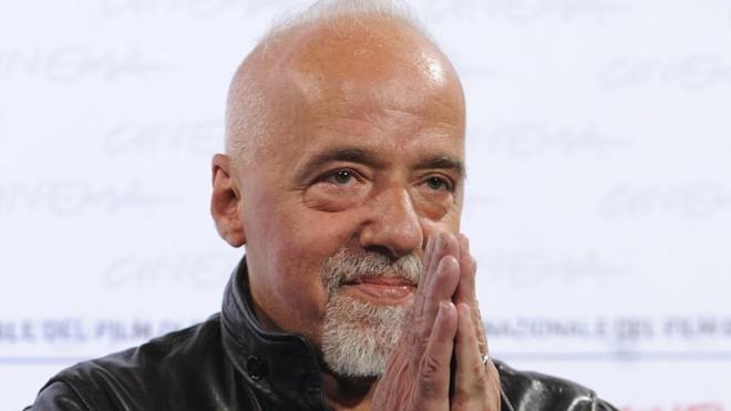 Paulo Coelho disse que vai acionar embaixada do Brasil na Líbia | Tiziana Fabi/AFP