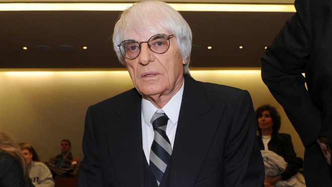 Bernie Ecclestone admitiu que será uma figura decorativa no mundo da F1: presidente de honra. | Christof Stache/AFP