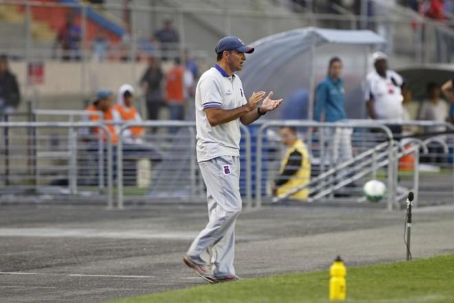 O técnico Wagner Lopes estreou no comando do Paraná. | Antônio More/Gazeta do Povo