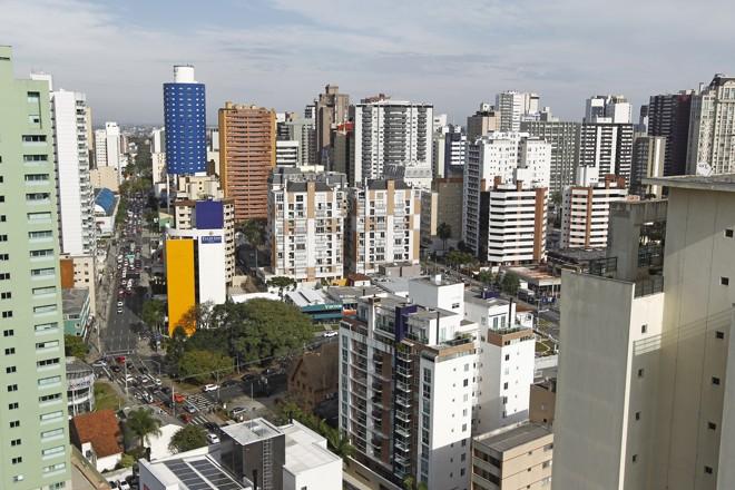 Greca vai revisar Zoneamento de Curitiba proposto por Fruet. Vincular o limite de andares à compra de potencial construtivo é um debate ausente do Zoneamento apresentado por Fruet. | Antônio More/Gazeta do Povo
