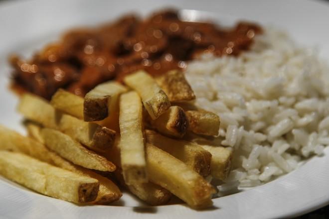 No prato, com a casca (rica em vitamina), o acompanhamento perfeito para quase toda receita.   Jonathan Campos/Gazeta do Povo