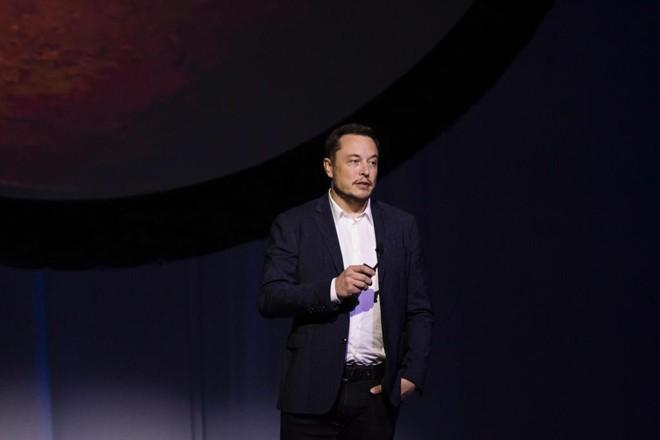 Empresário cofundador da PayPal e dono da Tesla pretende cosntruir túneis debaixo de Los Angeles. Será que Elon Musk consegue? | Hector Guerrero/AFP