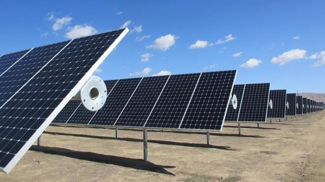 Painéis instalados nos Andes: Chile bate recorde com negócios para geração de energia solar. | Divulgação/Governo do Chile