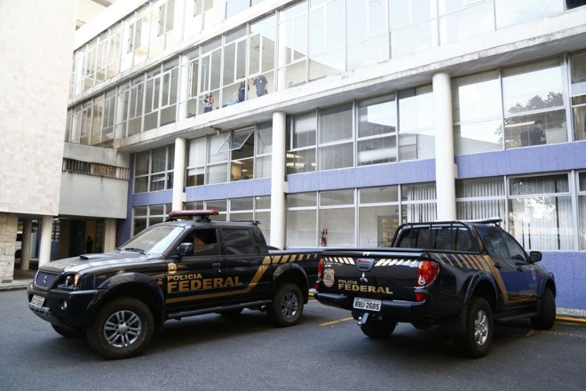 Agentes da Polícia Federal cumprem mandados na reitoria da UFPR. | Aniele Nascimento/Gazeta do Povo
