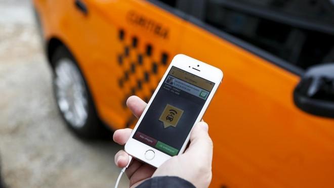 Apps de táxi sentiram o golpe quando o Uber chegou ao país, em 2014. | Henry Milléo/Gazeta do Povo