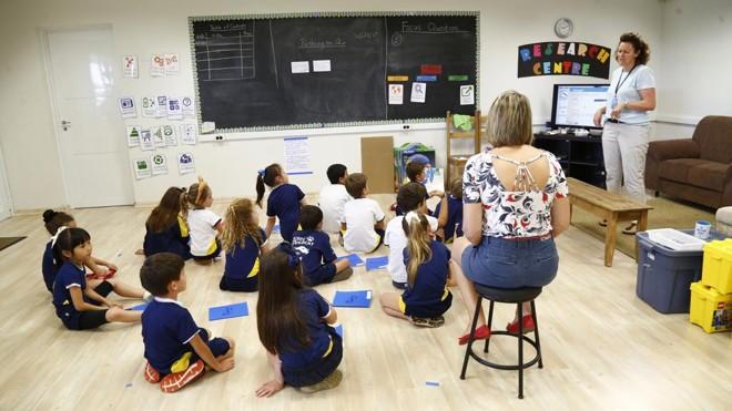 No International School of Curitiba, alunos têm aulas com professores de diversas nacionalidades.   Aniele Nascimento/Gazeta do Povo