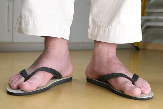 Para  alguns especialistas, consumidores poderiam  pedir indenização por ter entrada proibida por usar chinelos. - Imagem ilustrativa   Daniel Castellano/Gazeta do Povo