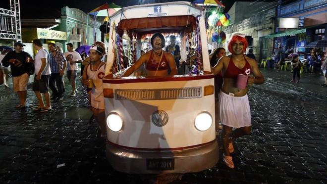 As Escandalosas continuam sendo uma das principais atrações do Carnaval em Antonina | Albari Rosa/Gazeta do Povo