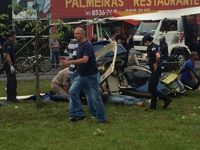 Helicóptero caiu no bairro Estação, em Araucária | Colaboração