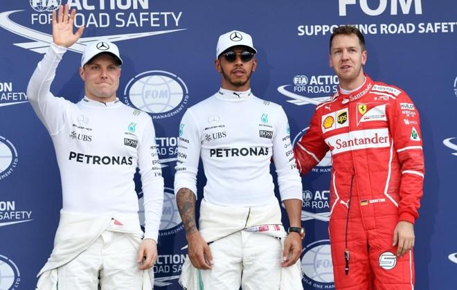 Valtteri Bottas, Lewis Hamilton e Sebastian Vettel largarão nas três primeiras posições na Austrália. | WILLIAM WEST/AFP