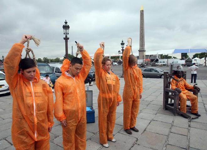 Ativistas protestam contra a pena de morte nos Estados Unidos. | Mehdi Fedouach/AFP