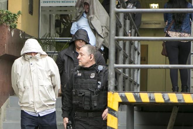 Suspeitos  presos na Operação Carne Fraca deixam o IML em Curitiba: chefes do Ministério da Agricultura  no | Marcelo Andrade/Gazeta do Povo