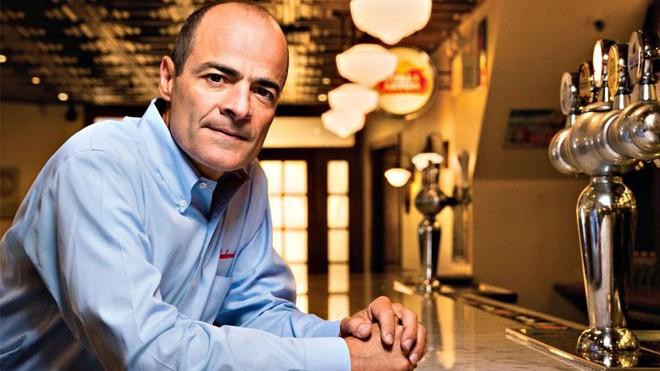 Carlos Brito, presidente-executivo da AB Inbev: ficou  sem bônus em 2016 depois que o lucro anual da companhia despencou  mais de US$ 7 bilhões. | Photographs by Ben Baker and Sam Kaplan/Divulgação