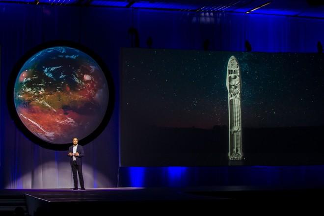 Musk descreve seus planos para viagens interplanetárias:ele pretende chegar a Marte antes da Nasa.   Hector Guerrero/AFP