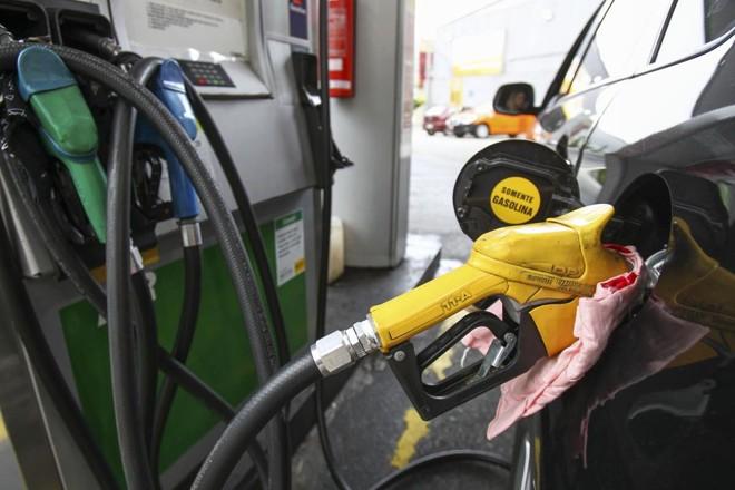 Operação apura a suspeita de adulteração  na quantidade de combustível vendida em nove postos de Curitiba | Daniel Castellano/Gazeta do Povo