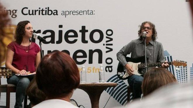 DadiCarvalho em apresentação do Trajeto Lumen, em que a emissora promove pocket shows gratuitos | Victor Rodrigues/Divulgação