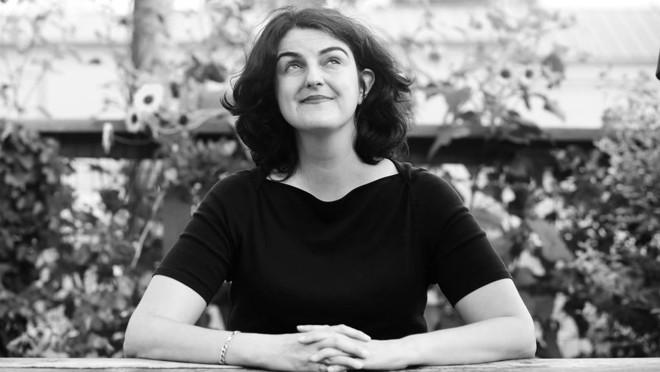 A escritora Mo Daviau: obcecada por viagens no tempo e música indie. | Jon Bolden/Divulgação